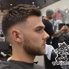 Finding The Best Short Haircuts For Men Cool Mens Haircuts, Best Short Haircuts, Hairstyles Haircuts, Haircuts For Men, Mens Hairstyles Fade, Short Hair Man, Short Hair Cuts, Short Hair Styles, Best Barber