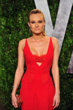 Diane Kruger Photos - Actress Diane Kruger arrives at the 2012 Vanity Fair Oscar Party hosted by Graydon Carter at Sunset Tower on February 2012 in West Hollywood, California. - 2012 Vanity Fair Oscar Party Hosted By Graydon Carter - Arrivals Leandra Medine, Diane Kruger, Kate Moss, Kristen Stewart, Katy Perry, Moda Academia, Birkenstock, Jeans Vintage, Vanity Fair Oscar Party