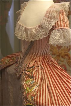 Robe de cour d'Ekaterina Pavlovna, att. à Rose Bertin, fin des années 1780.