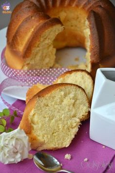ciambella al latte vert Italian Desserts, Just Desserts, Italian Recipes, Cake Cookies, Cupcake Cakes, Cupcakes, Sweet Recipes, Cake Recipes, Dessert Recipes