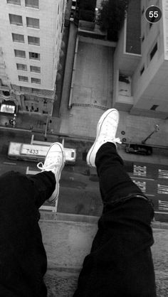 Grunge Photography, Tumblr Photography, Photography Poses, Aesthetic Grunge, Aesthetic Photo, Aesthetic Pictures, Black Aesthetic Wallpaper, Aesthetic Wallpapers, Black And White Aesthetic