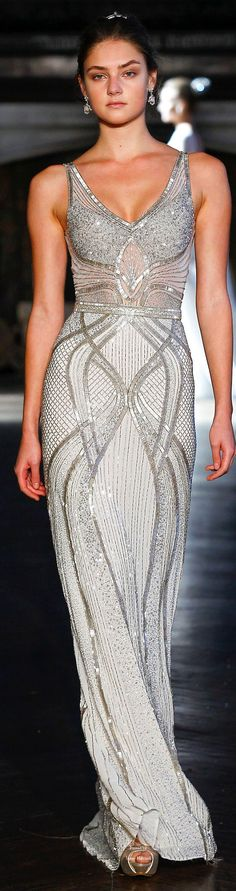 Alon Livné fall 2016 Bridal Collection - These lines are absolutely amazing! The mix of bugle beads, sequins and rhinestones in an orchestrated symphony and pattern gains added pizzazz and curve appeal. Beautiful Gowns, Beautiful Outfits, Gorgeous Dress, Evening Dresses, Prom Dresses, Formal Dresses, Look Fashion, Runway Fashion, Fall Fashion