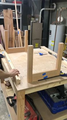 Woodworking School, Woodworking Guide, Woodworking Skills, Woodworking Projects, Diy Furniture Videos, House Furniture Design, Carpentry Skills, Wall Shelf Decor, Wood Worker