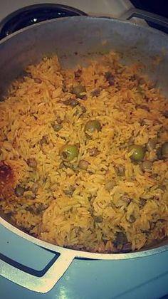 Arroz con Gandules Recipe by chels. Pea Recipes, Rice Recipes, Mexican Food Recipes, Vegetarian Recipes, Dinner Recipes, Cooking Recipes, Dinner Ideas, Comida Boricua, Boricua Recipes