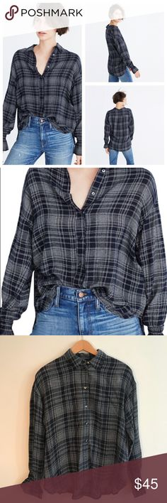 Madewell Westward Bell Sleeve Shirt in Plaid Navy blue and white Madewell westward bell sleeve shirt. Size XS, in excellent condition. Feel free to ask any questions below or bundle with lots of other Madewell in my closet! Madewell Tops Button Down Shirts