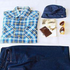 Estamos ya con el cambio de armarios con la llegada del otoño...y nuestros pañuelos y turbantes encajan con todas las tendencias 😉. Un vaquero cómodo, una camisa de cuadros, el turbante Olivia en azul y estás perfecta para las temperaturas de entretiempo 🍂🍂 #octubrerosa #turbanstyle #turbansandco #turbans #turbantes #oncologia #oncology  #autumn #modaotoño #countrygirl #camisasdecuadros #jeans #vaqueros