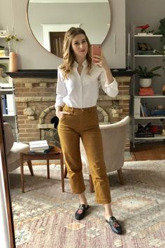 White button down and Everlane straight legs - Gucci Shoes - Latest and fashionable gucci shoes - Uniqlo shirt Everlane straight leg pants Gucci shoes Office Outfits For Ladies, Business Casual Outfits For Work, Fall Outfits For Work, Work Casual, Outfit Office, Office Uniform, Casual Office, Office Chic, Outfit Work