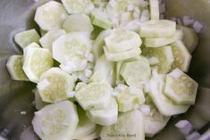 This Creamy Cucumber Salad is easy to make and tastes fantastic. A fresh side dish perfect with any meal, picnic, barbecue or potluck! Cucumber Salad Vinegar, Vinegar Salad Dressing, Creamy Cucumber Salad, Creamy Cucumbers, Avocado Egg Salad, Cucumber Recipes, Salad Recipes, Summer Vegetable Bake, Hamburger Steak And Gravy