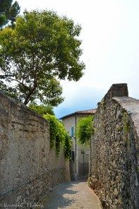 Walls in Limone, (Italy) - Learn more about Limone sul Garda in my blog post! #lakegarda #gardasee #lagodigarda #lombardy #lombardei #lombardia #italien #italia #travelblog #travelblogger #reisen #traveltips #reiseblog #breakfast #italian  #slowlife #slow #slowtravel #lake #landscape #reisetipps #travelersnotebok #urlaub #ferien #vacation #vacances #vacaciones
