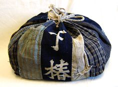 Carry History SriThreads Komebukuro 3. I'm with the editor I'd kill to own one of thee bags. BEAUTIFUL||ClothRoads