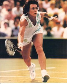 International tennis star Billie Jean King won a record twenty Wimbledon championships and helped win equal treatment for women in sports. She even won the Battle of the Sexes against Bobby Riggs! Billie Jean King, Robbie Rogers, Tennis Rules, Billy Jean, Tennis World, Professional Tennis Players, Tennis Workout, Tennis Players Female, Tennis Match