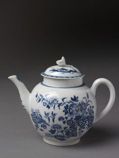 ca. 1765 (made)  Artist/maker  Royal Worcester (maker)  Materials and Techniques  Porcelain transfer-printed and painted in underglaze blue  Marks and inscriptions  A crescent  Dimensions  Height: 15.2 cm, Diameter: 10.8 cm  Descriptive line  Teapot and cover of porcelain transfer-printed and painted in underglaze blue, Worcester porcelain factory, Worcester, ca. 1765