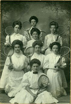 Tennis at Baylor, My grandparents played tennis when they were courting. He left his racquet on her home court so he had the excuse to come back and see her again. Tennis Shop, Play Tennis, Edwardian Era, Edwardian Fashion, Belle Epoque, Mode Vintage, Vintage Ladies, Tennis Clothes, Nike Clothes
