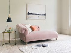 Our Bagsie sofa is a chesterfield classic. So why not make a chaise longue version? Plywood Furniture, New Furniture, Business Furniture, Outdoor Furniture, Hans Wegner, Love Your Home, Do It Yourself Home, Capitone Sofa, Pink Sofa