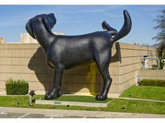 Bad Dog est une sculpture monumentale de plus de 8m de haut, réalisée par l'artiste Richard Jackson. C'est une oeuvre provisoire installée à Orange County Museum of Art, en Californie, à l'occasion de la rétrospective Ain't Painting a Pain de cet artiste sulfureux de 74 ans.