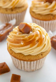 Ultimate Salted Caramel Cupcakes For salted caramel lovers only. brown sugar cupcakes are stuffed with caramel cream and topped with salted caramel frosting. Christmas and New Year Cake and Cuisine Recipes Sugar Cupcakes, Yummy Cupcakes, Cupcake Cakes, Cup Cakes, Cupcake Ideas, Cupcakes Fall, Lemon Cupcakes, Mexican Cupcakes, Ladybug Cupcakes