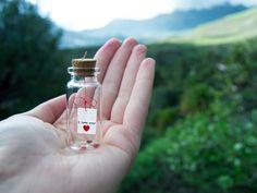 I love you. Te amo. Te quiero. Mensaje en una botella. Miniaturas. Regalo personalizado. Divertida postal de amor. de EyMyMessage en Etsy