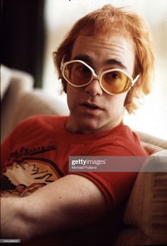 Elton John, 1972 -- he blew up faster than just about anyone in music since the Beatles! Just look how young he is! Elton John Pinball Wizard, Rock Music, My Music, Music Icon, Elton John Glasses, Elton John Costume, Diana Memorial, Wedding People, Piano Man