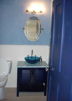 Master Bathroom Remodel : Designs, Tips, & Details – Diy Bathroom Remodel İdeas Blue Small Bathrooms, Small Vintage Bathroom, Small Bathroom Sinks, Blue Bathroom Decor, Mold In Bathroom, Bathroom Styling, Bathroom Interior, Master Bathroom, Bathroom Ideas