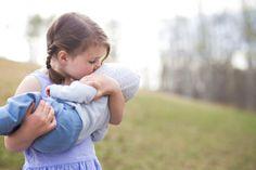 Beautiful outdoor child portraits www.hobbsphotography.ca #childphotoinspiration #outdoorchildphotos #wheatcanada #whattowearkids