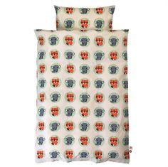 Flot nyt sengetøj til baby i 100% økologisk bomuld. Sengesættet har små ræve i farver.  #økologisksengetøj #babysengesæt