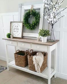 love this farmhouse style hallway table. #homedecor #farmhousestyle