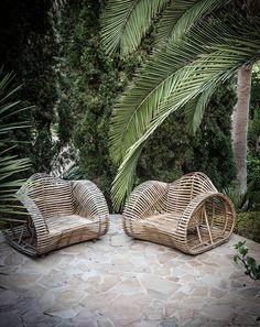 garden pinned by barefootblogin.com   Wicker Chairs & Palms -Caroline Legrand Design
