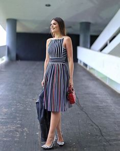 Striped Dresses 2018 Outfits Ideas Striped dresses are one of the evergreen fashion trends that work effortlessly. Stripes can go wrong if you don't wear them correctly, told stripes can make a person appear wider.But the addi… Simple Dresses, Cute Dresses, Beautiful Dresses, Casual Dresses, Short Dresses, Summer Dresses, Dress Outfits, Fashion Dresses, Maxi Dresses