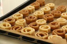 Alman Kurabiyesi   Züleyha Terzi Cakes Originales, Turkish Recipes, Ethnic Recipes, Turkey Cake, Joy Of Cooking, Candy Cookies, Tasty, Yummy Food, Sweet And Salty