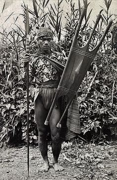 A Kalinga warrior stands with his spear and shield. Filipino Art, Filipino Culture, Philippines Culture, Philippines Dress, Philippine Mythology, We The Kings, Filipiniana, African Culture, People Of The World