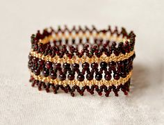 Free pattern for bracelet Garnet Crown