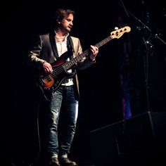 Richard Speight, Jr.Verified account @dicksp8jr    Richard Speight, Jr. Retweeted chris schmelke  Thanks @chrisschmelke for the fantastic pic, to @Fender for making this sick bass, & to @BorjaBorja1 for letting me play it. @LoudenSwain1