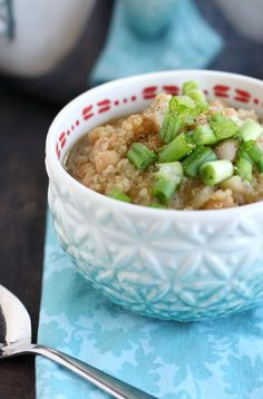 Delicious and filling white bean and quinoa chili recipe. Vegan and gluten free, and made in about 20 minutes! #vegan