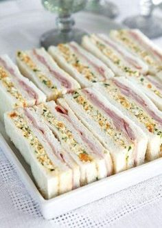 Mira todas las deliciosas opciones que tienes para hacer bocadillos usando pan de caja. Este es un producto muy versátil que se puede conse...
