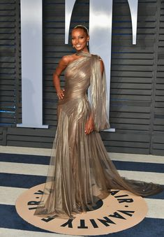 Jasmine Tookes attends the 2018 Vanity Fair Oscar Party hosted by Radhika Jones .Jasmine Tookes attends the 2018 Vanity Fair Oscar Party hosted by Radhika Jones at Wallis Annenberg Center for the Performing Arts on March 2018 in Beverly Hills, C Vestidos Fashion, Fashion Dresses, Elegant Dresses, Pretty Dresses, Look Fashion, Fashion Show, Party Fashion, Fashion Trends, High Fashion Photography
