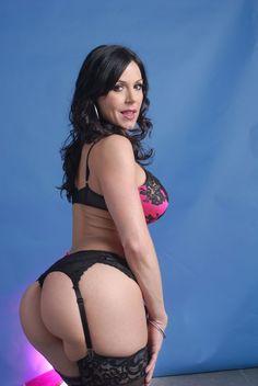Kendra Lust stops Internet Rumors of  Involvement with Wrestling Champion John Cena