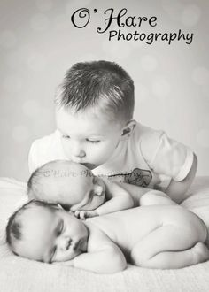 Twin newborn photography sibling
