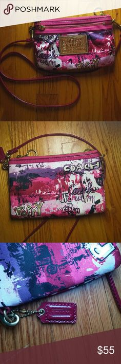 Coach 'poppy' handbag There are 2 zipper compartments. Could be used as both a crossbody and wristlet. I've never used it at all so it is in great condition. Coach Bags Crossbody Bags