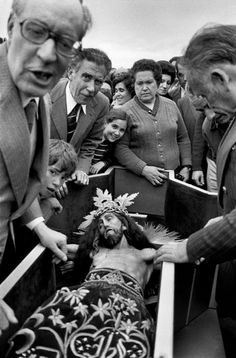 Cristina Garcia Rodero SPAIN. Penas de San Pedro.The Christ of El Sahuco, 1982 Documentary Photographers, Female Photographers, Garcia Alix, Alberto Garcia, Spanish Eyes, Alfred Stieglitz, Faith In Humanity Restored, Finding God, Photographer Portfolio