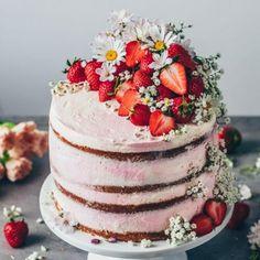 Strawberry Cream Naked Cake Recipe - Bianca Zapatka | Rezepte Strawberry Sheet Cakes, Homemade Strawberry Cake, Fresh Strawberry Recipes, Strawberry Filling, Strawberry Jam, Vegan Lemon Cake, Moist Vanilla Cake, Cupcakes, Food Cakes