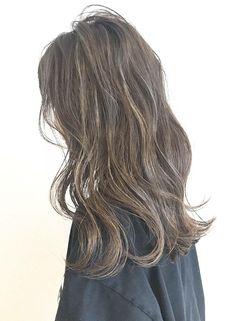 おしゃれな外国人風極細ハイライト【AKAMEE表参道(アカミー オモテサンドウ)】 http://www.beauty-navi.com/style/detail/55054?pint ≪ #haircolor #hairstyle #ヘアカラー #外国人風 #ヘアスタイル #髪形 #髪型 #グレージュ #2017≫