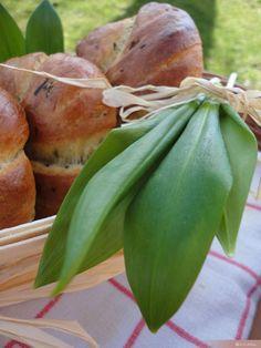 Medvehagymás fonott   Sütidoboz.hu Pear, Carrots, Fruit, Vegetables, Food, Essen, Carrot, Vegetable Recipes, Meals