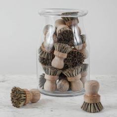 Bükkfából és növényi rostból készült mosogatókefe. Erősebb sörtéjű változat, így leginkább a makacsabb szennyeződések eltávolítására alkalmas, pl. serpenyő, tepsi, edény tisztításhoz.