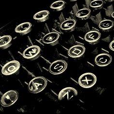 Facilitar el camino a personas que desean pasar por un proceso de superación personal a través de la escritura.