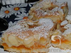 Snadný meruňkový koláč Czech Recipes, Ethnic Recipes, Bread Recipes, Cooking Recipes, Pavlova, Sweet Desserts, Desert Recipes, French Toast, Food And Drink