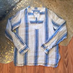 J.Crew top sz 8 Blue and white linen, very cute and beachy. I love it with skinny jeans and sandals. Fits me like a small/medium. J. Crew Tops Blouses