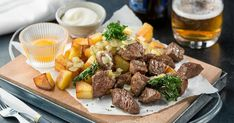 Älskade husman: Klassisk biff Rydberg – lycka på en tallrik | Land.se Dairy, Beef, Cheese, Landing, Food, Frases, Meat, Meals, Ox