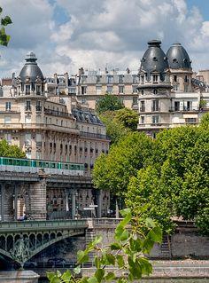 Bir-Hakeim Bridge / Pont de Passy, Paris XVI