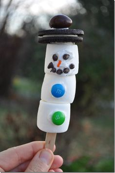 Marshmallow Snowman -- the perfect activity to do with your kids on a snow day!  Stir him into your hot chocolate...
