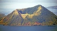 Binintiang Malaki, Taal volcanoe main crater within the caldera lake, Phillipine